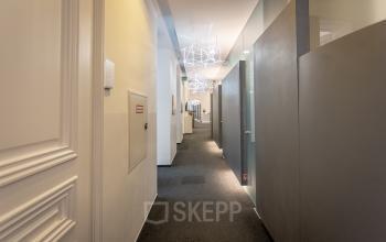 Flur mit privaten Büros im Business Center - Miete dein neues Büro an der Herrengasse