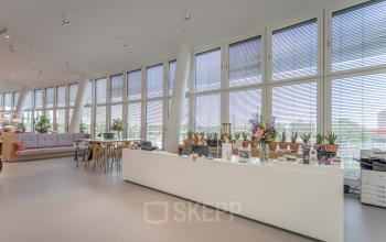 Bar area in the office building in Vienna - rent your office at Thomas-Klestil-Platz