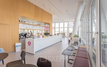 One highlight of the office space for rent in Vienna: The in-house juice bar