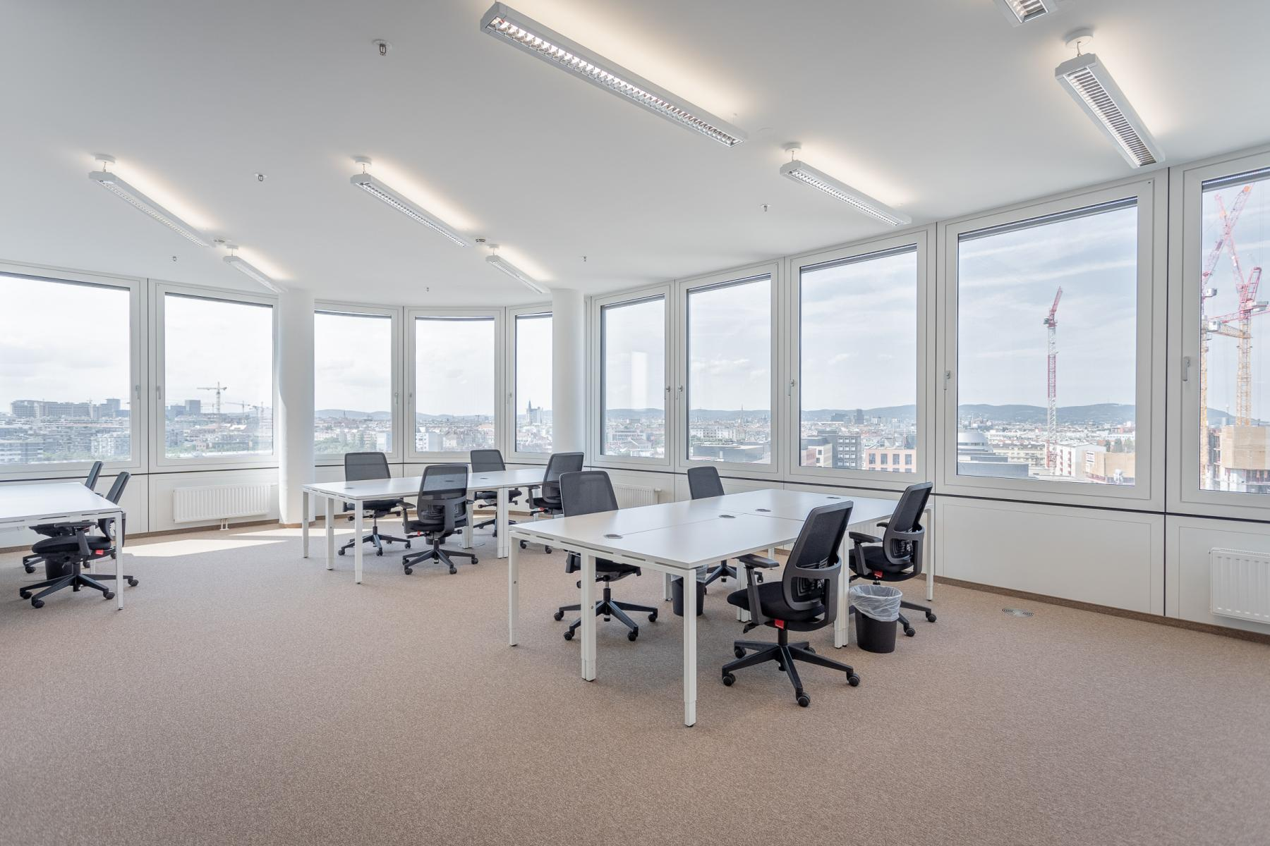 Lots of daylight in the team offices for rent Thomas-Klestil-Platz Vienna Landstrasse