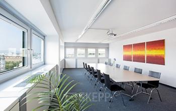 Heller Konferenzraum im Bürogebäude in 1040 Wien