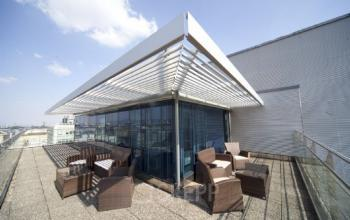Gemütlicher Außenbereich vom Business Center an der Operngasse in Wien 1040