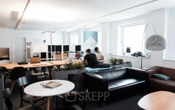 Große Business-Lounge des Buerogebaeudes in Wien an der Gumpendorferstraße