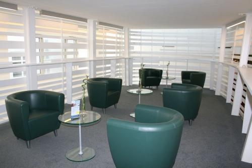 Moderne Business Lounge im Bürogebäude in Wien