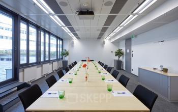 Großer Konferenzraum im Business Center in Wien
