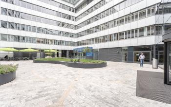 Moderne Außenfassade des Business Centers Wien Europaplatz