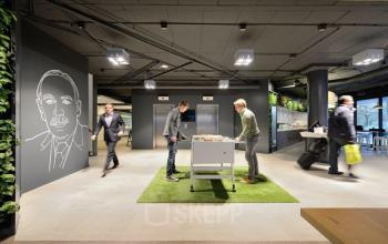 begane grond kantoorpand amsterdam zuidoost tafelvoetbal spelen twee personen
