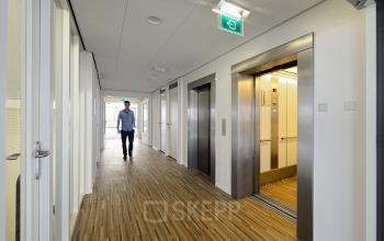 kantoorpand amsterdam zuidoost karspeldreef gang lift