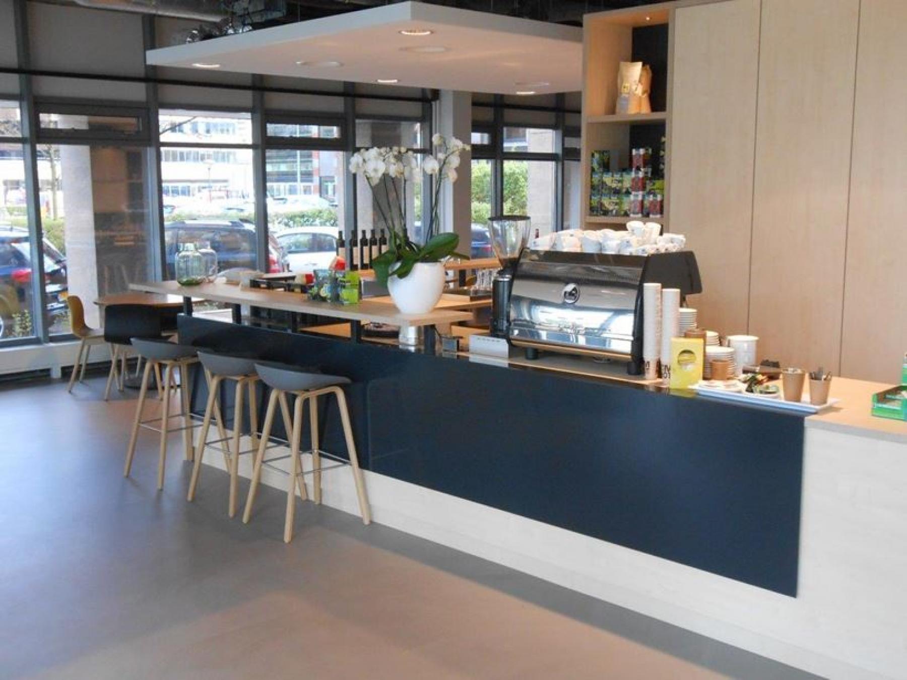 restaurant bar barkruk lunch ontbijt diner kantoor amsterdam zuidoost huren algemene gemeenschappelijke ruimte