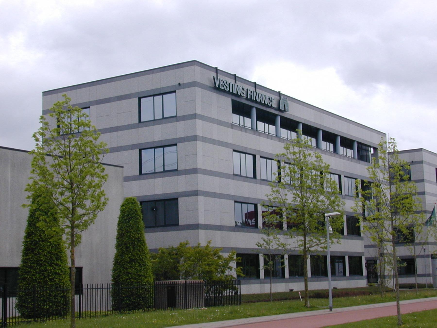 buitenzijde kantoorgebouw almere aan de luidsprekerstraat, kantoorruimte beschikbaar bij SKEPP