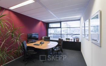 kantoorkamer kantoorunit ingericht huren bureau bureaustoelen