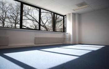 kantoorruimte kantoorkamer ramen vloer