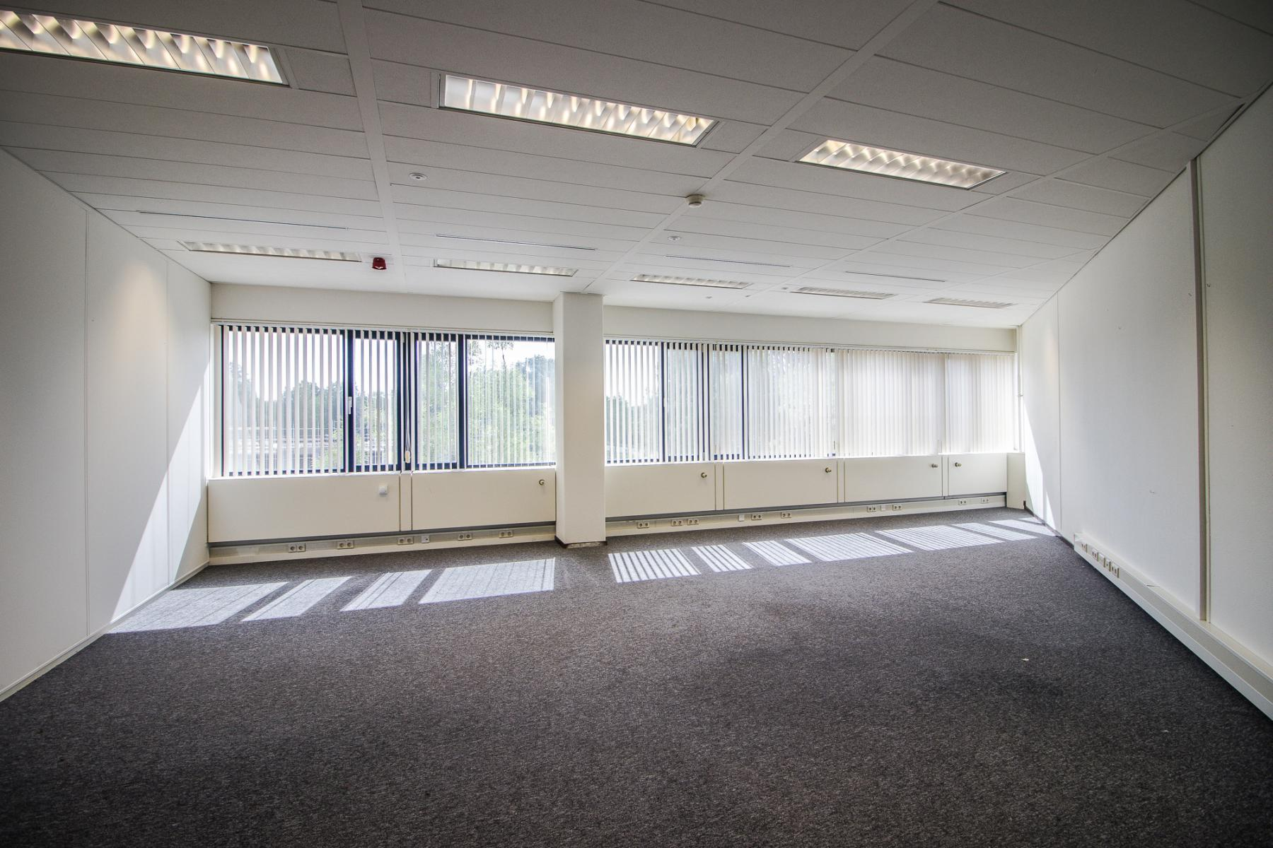 Light and modern office spaces in Amstelveen