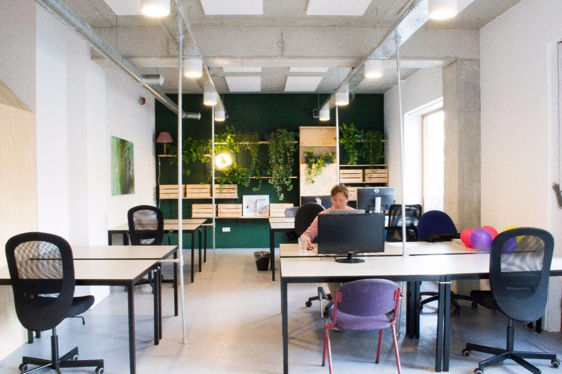 office space in Amsterdam with more working places