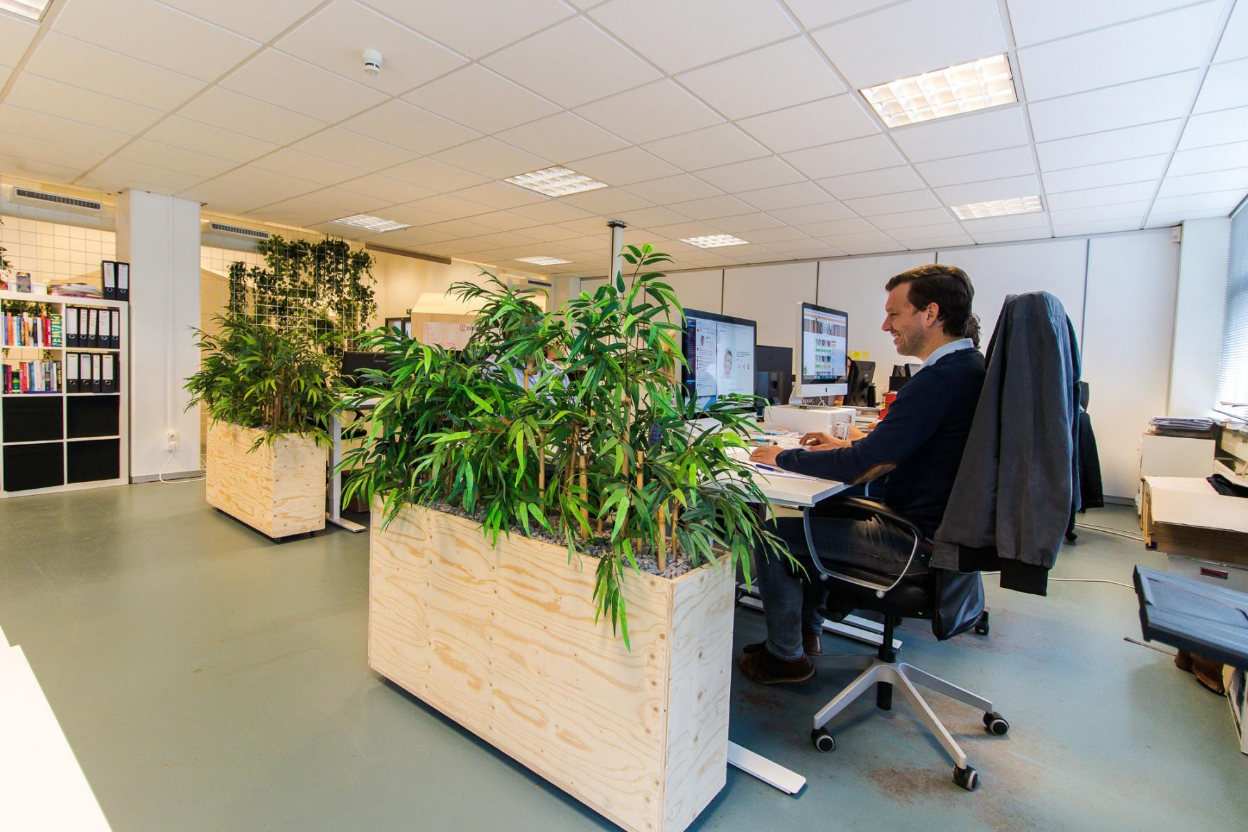 Modern full-service flexdesks for rent