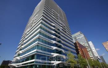 vooraanzicht kantoorgebouw Amsterdam zuidas huren