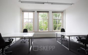 grachten kantoorgebouw amsterdam kantoorruimte gemeubileerd kantoorgebouw raam uitzicht