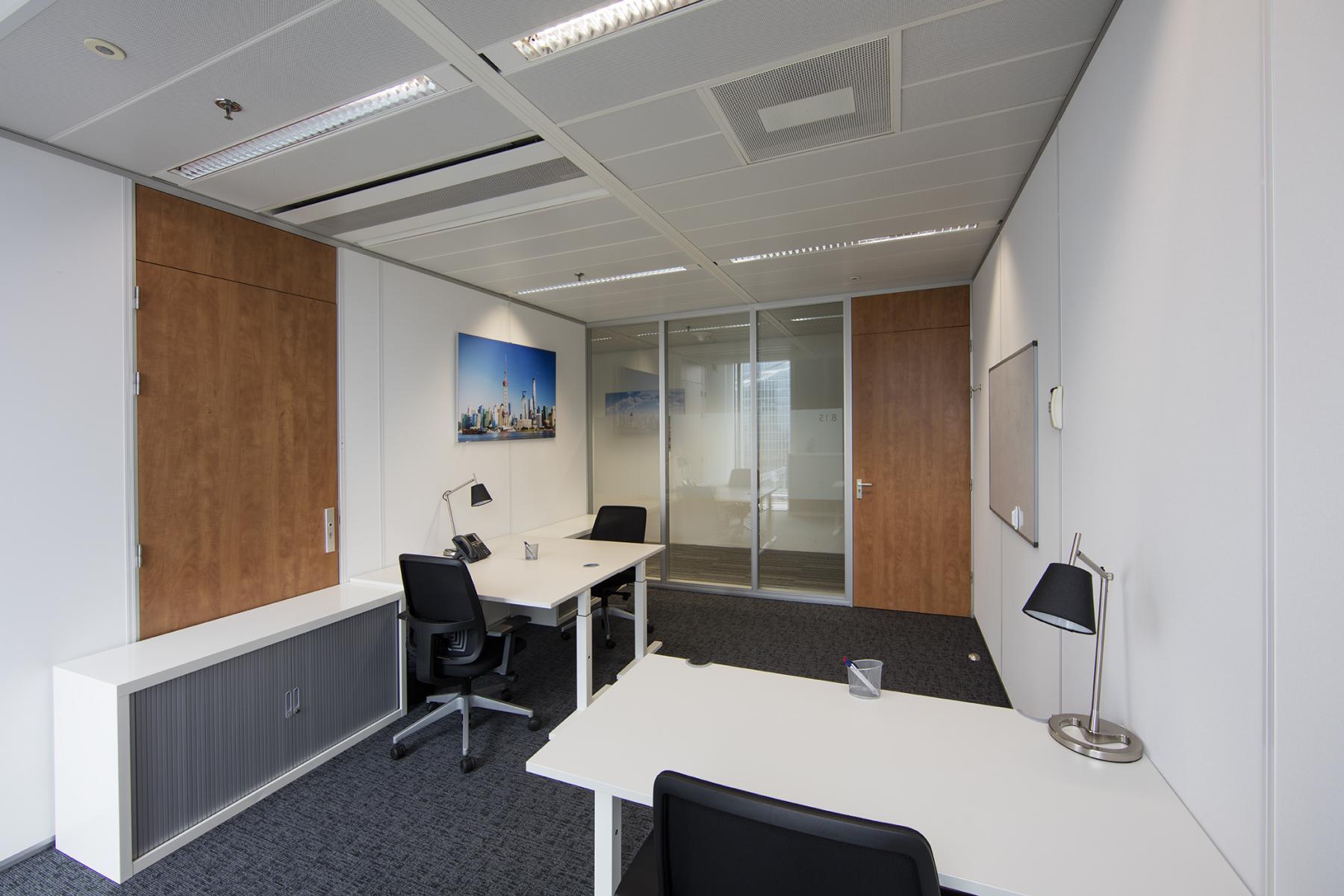 gemeubileerde kantoorkamer bureau kast te huur wtc amsterdam zuidas