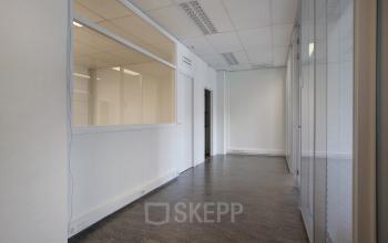 kantoorgebouw Amsterdam Singel gang interieur raam