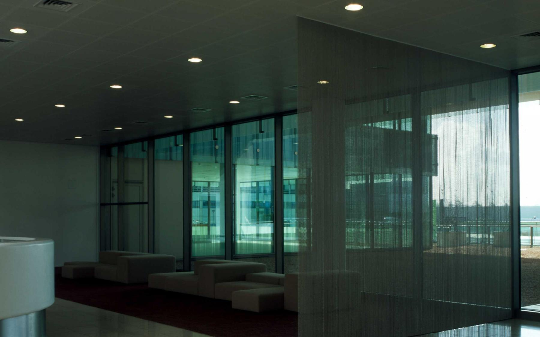 moderne loungeruimte kantoorpand amsterdam zuidoost herikerbergweg