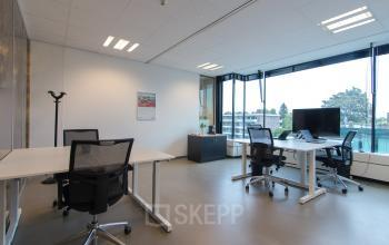 Furnishes office spaces for rent