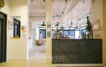 lift aanwezig rolstoeltoegankelijk entree lounge lunchruimte kantoorpand hogehilweg amsterdam zuidoost huur SKEPP