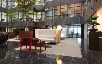 ingang entree kantoorgebouw amsterdam zuid te huur kantoorruimte loungeruimte aanwezig