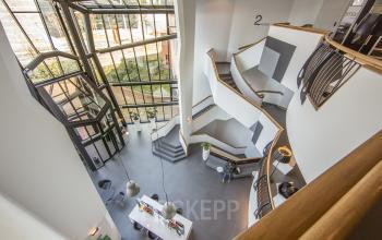entree begane grond verdiepingen ingang kantoorpand amsterdam sloterdijk