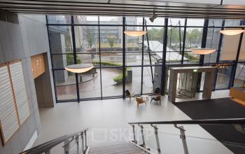 ingang entree gemeenschappelijke ruimte begane grond trap verdieping kantoor amsterdam sloterdijk