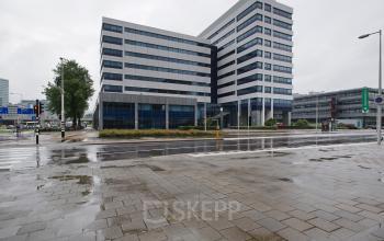 kantoorgebouw amsterdam sloterdijk buitenkant vanaf de straat representatief huur kantoorruimte