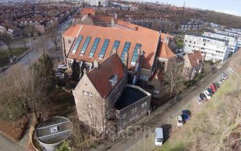 bovenaanzicht kantoorpand Amsterdam Hagedoornplein groene omgeving