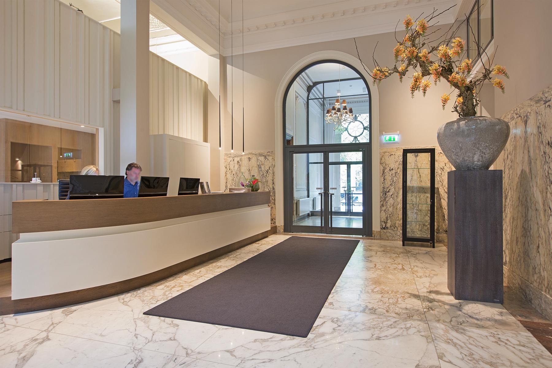ingang balie kantoorruimte huren herengracht amsterdam receptie tapijt