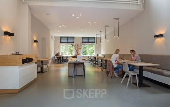 te huur kantoorruimte amsterdam herengracht lounge tafel stoel bank