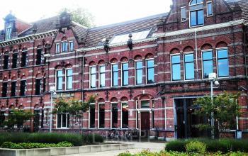 prachtig kantoorgebouw Westerpark Amsterdam vooraanzicht entree