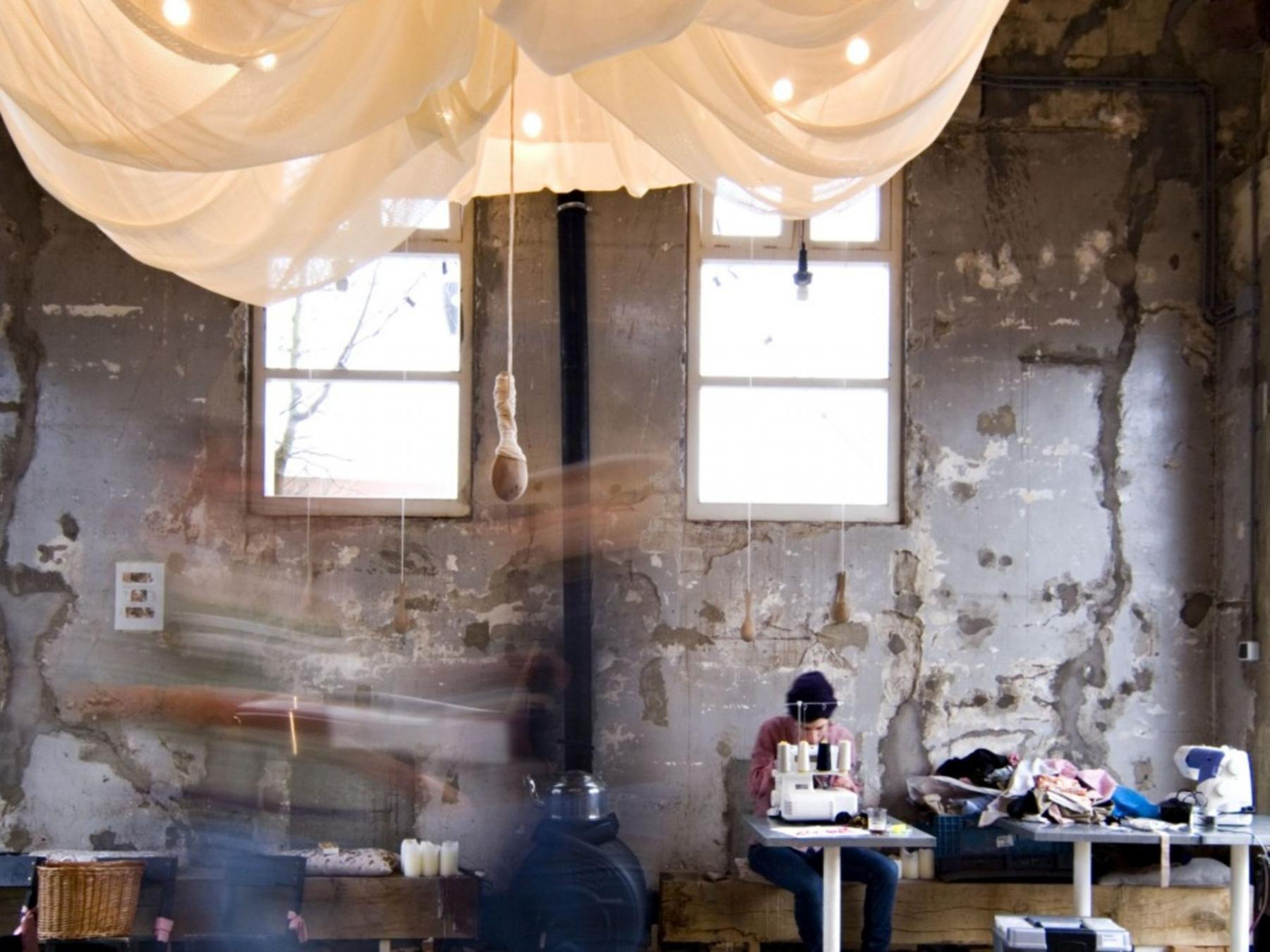 retro industrieel ingerichte open ruimte kantoorpand Amsterdam