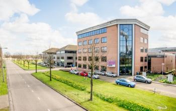 prachtige groene omgeving bij kantoorpand aan de Contactweg in Amsterdam
