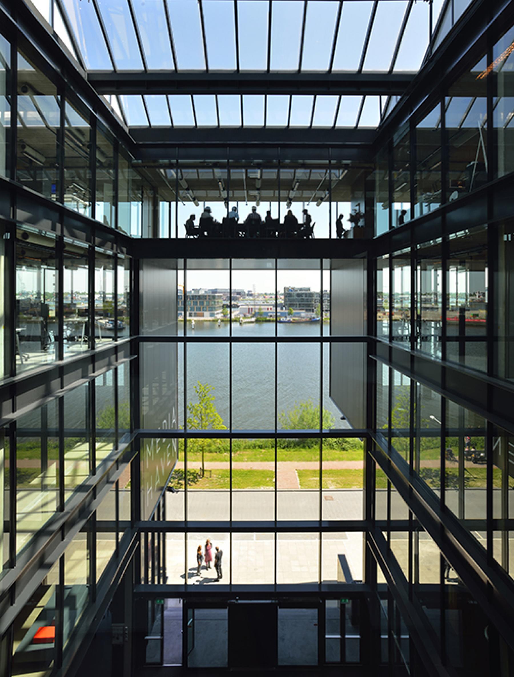 binnenzijde kantoorpand in Amsterdam aan de Archangelkade