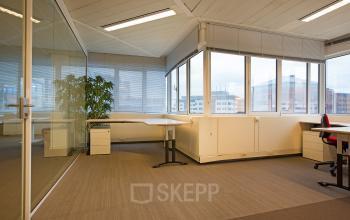gemeubileerde kantoorunit huren aan karspeldreef in amsterdam