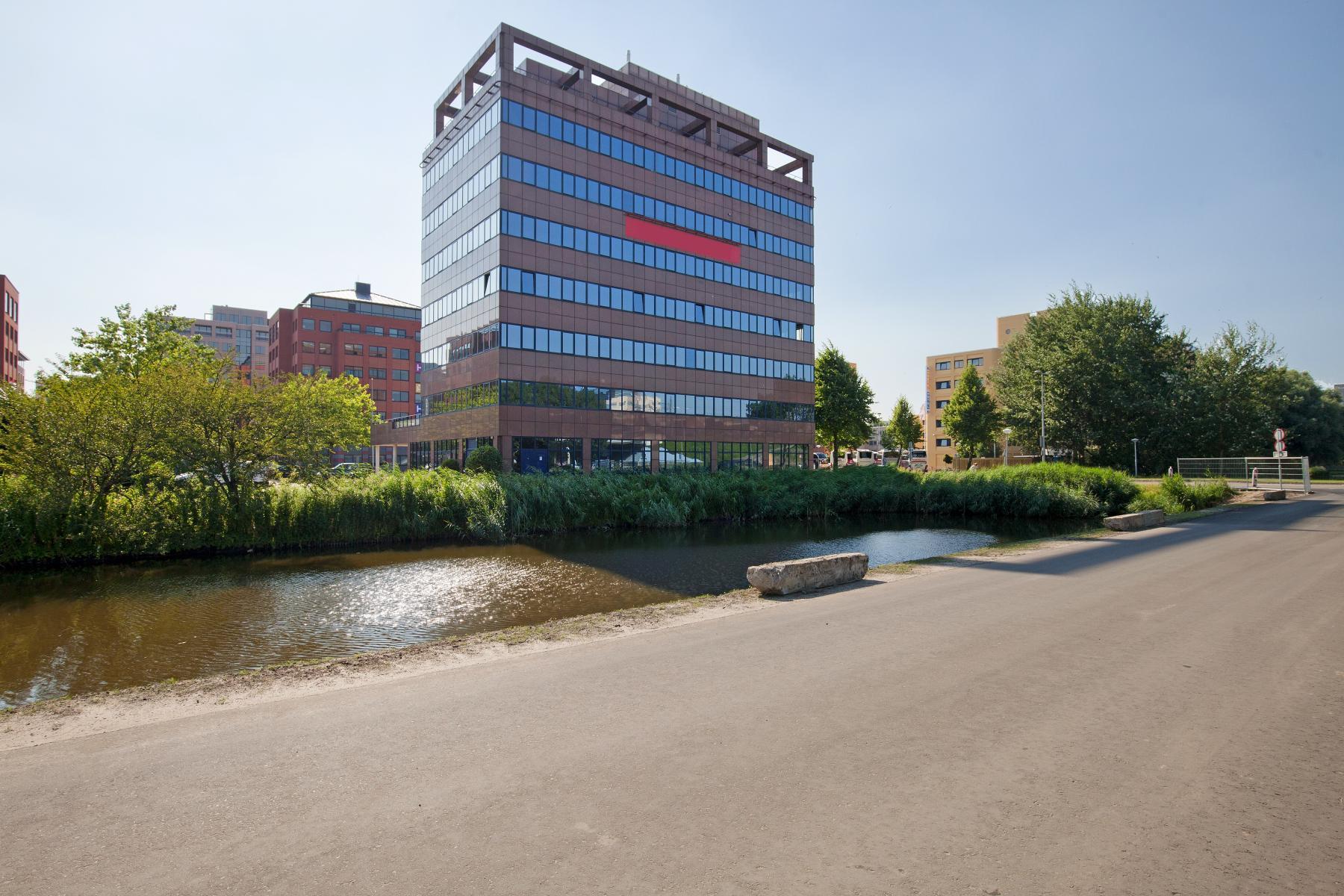 goed bereikbaar kantoorpand te huur in amsterdam zuidoost
