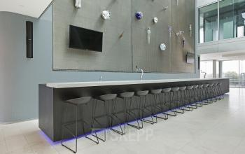 lounge huren amstelveenseweg amsterdam kantoorruimte bar meubilair-televisie