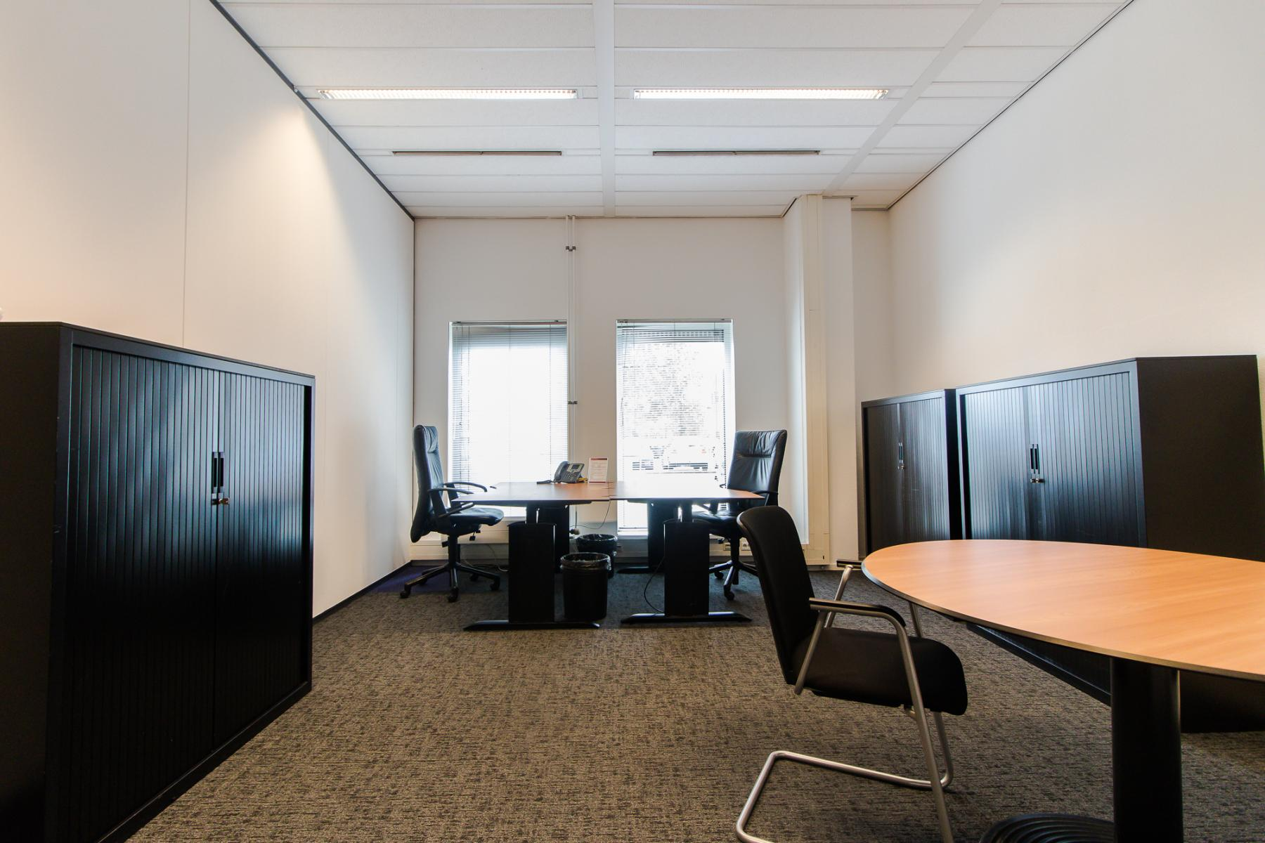 Modern and furnished office rooms