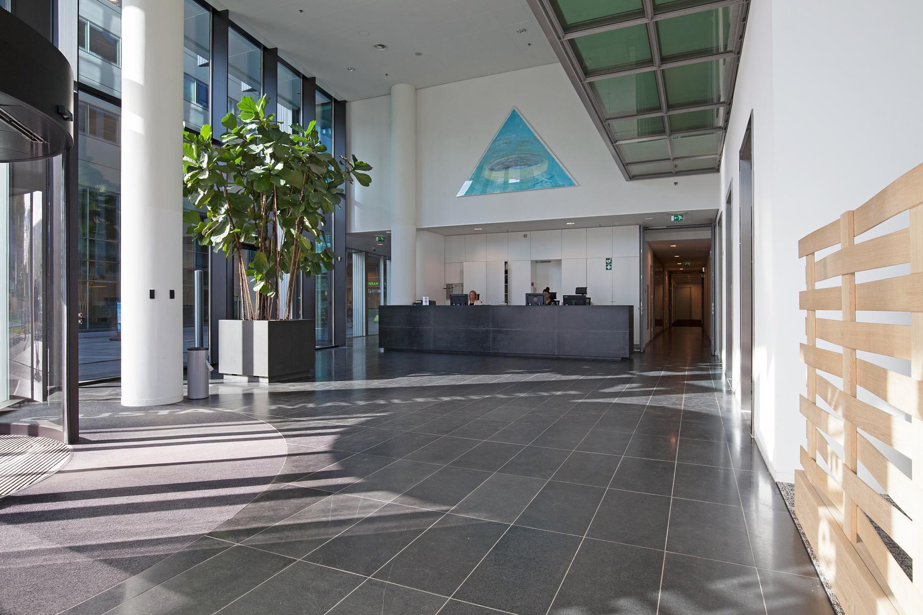 receptie balie kantoorpand kantoorgebouw Amsterdam