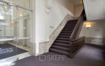 trappenhuis gemeenschappelijke ruimte kantoorgebouw amsterdam gracht