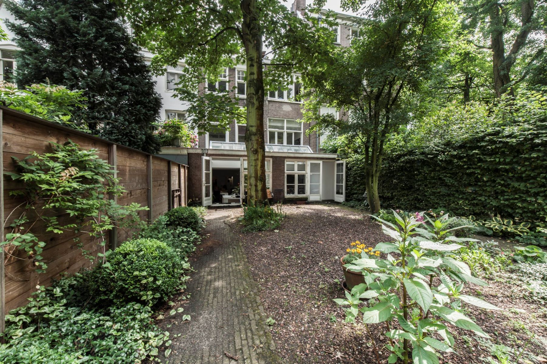 Buitenzijde kantoorgebouw Amsterdam Herengracht achtertuin