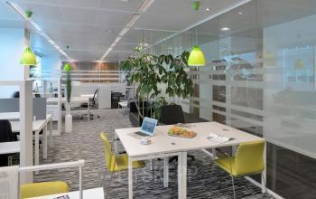 Werkplekken in een ruimte