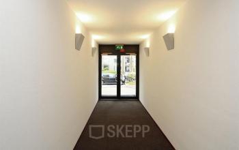 gang deuren uitzicht muren vloerbedekking kantoorgebouw arnhemseweg apeldoorn