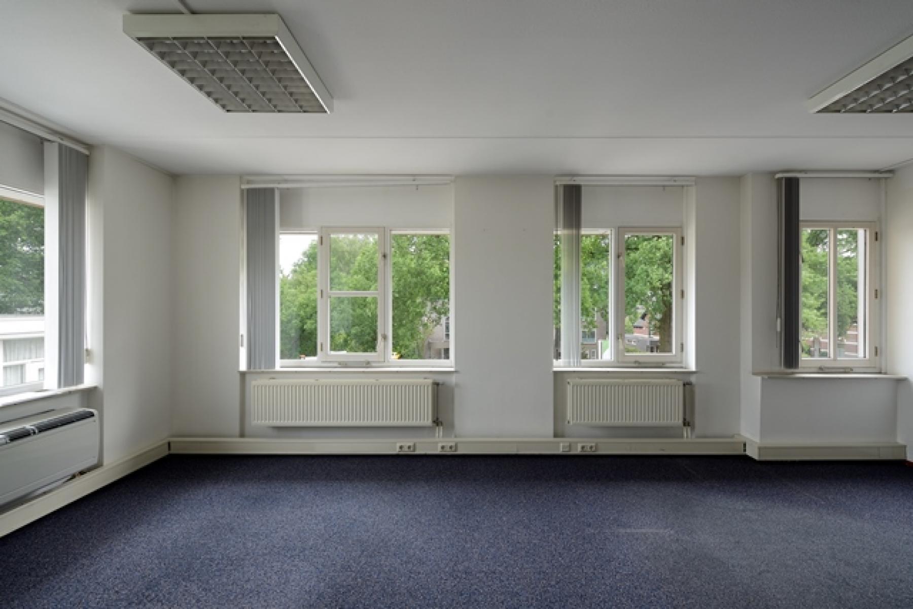 kantoorruimte huren vanaf 48 m2 apeldoorn arnhemseweg ramen uitzicht verwarming vloerbedekking