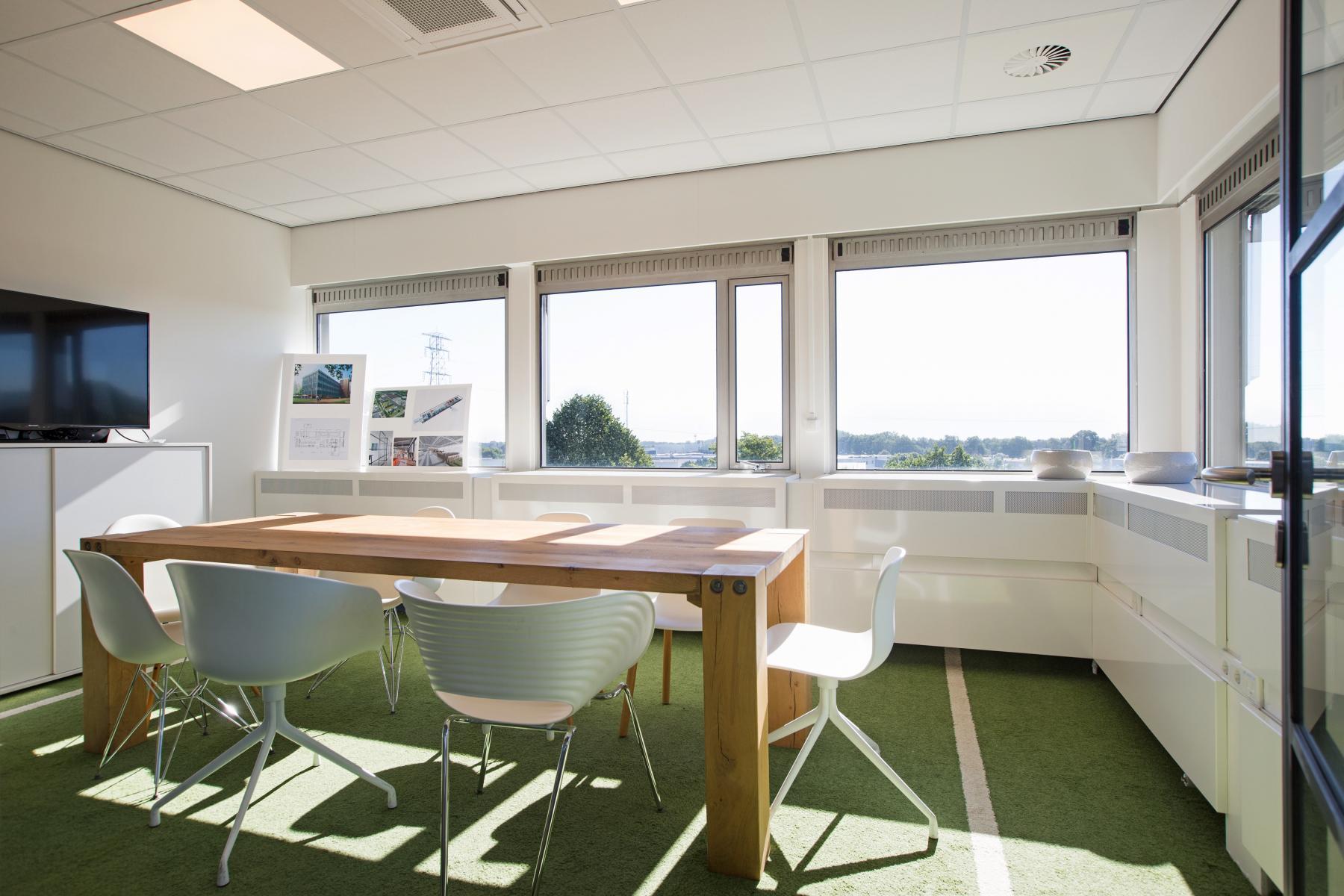 kantoorkamer huren aan oude apeldoornseweg in apeldoorn met restaurant