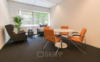 Intimate meeting rooms per hour or day for rent
