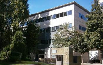 Otra de las fachadas del edificio con oficinas disponibles en Cityparc Cornella